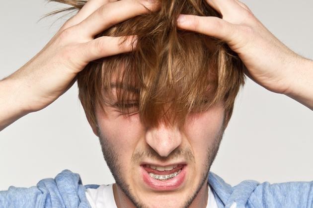 Prurito in testa: quali sono le cause e i rimedi naturali