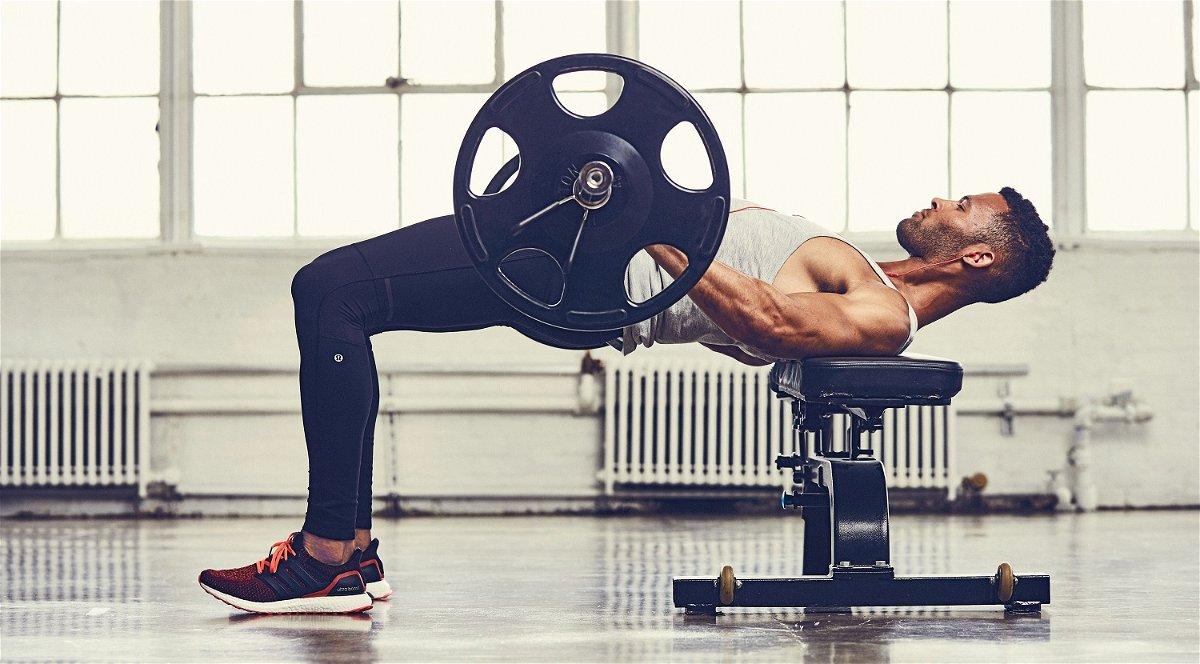 esercizio di routine per bruciare i grassi in palestra