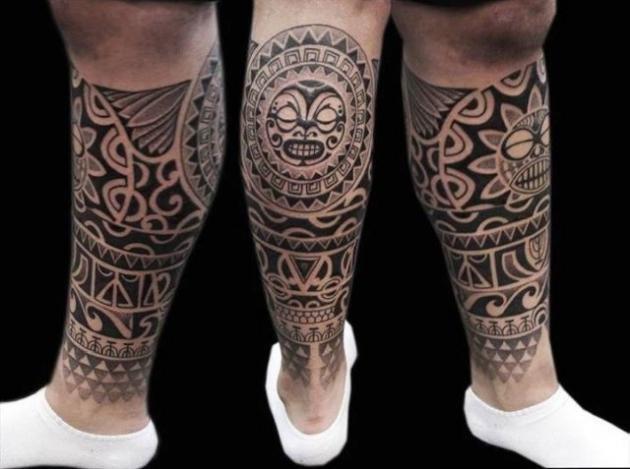 Tatuaggi polpaccio uomo: quali fare e significato dei simboli