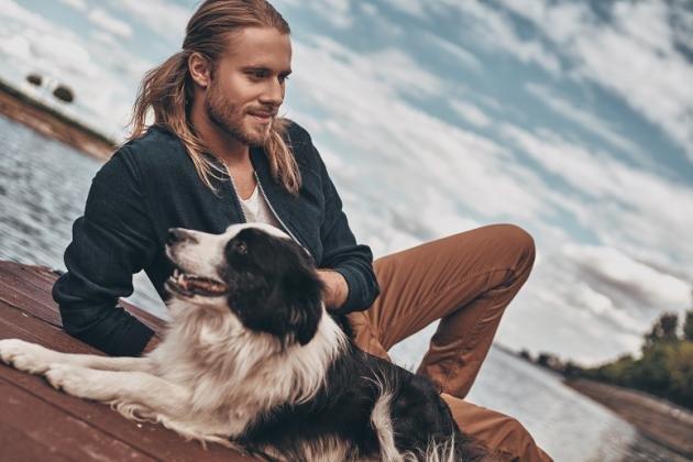 Tagli capelli lunghissimi scalati per uomo: idee alla moda
