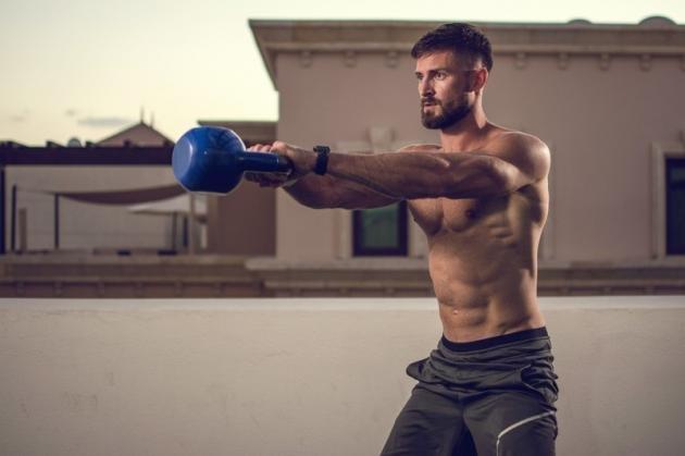 Kettlebell: i migliori esercizi per bruciare il grasso