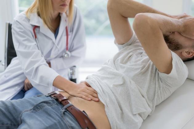 Fitte allo stomaco: le cause principali, cosa prendere e rimedi naturali