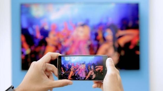 Come visualizzare il proprio dispositivo Android alla televisione senza Wi-Fi
