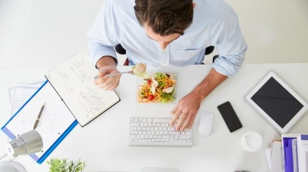 Pranzo in ufficio: cibi giusti e cosa evitare