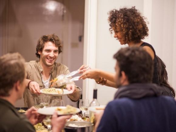 Ospiti a cena senza preavviso? Ecco cosa fare