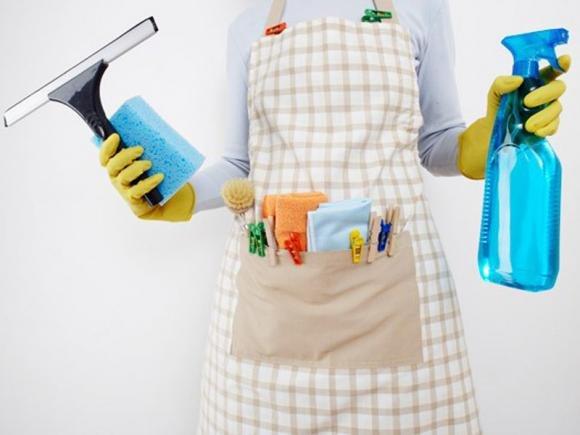 Ospiti inaspettati? Ecco come pulire casa in 45 minuti