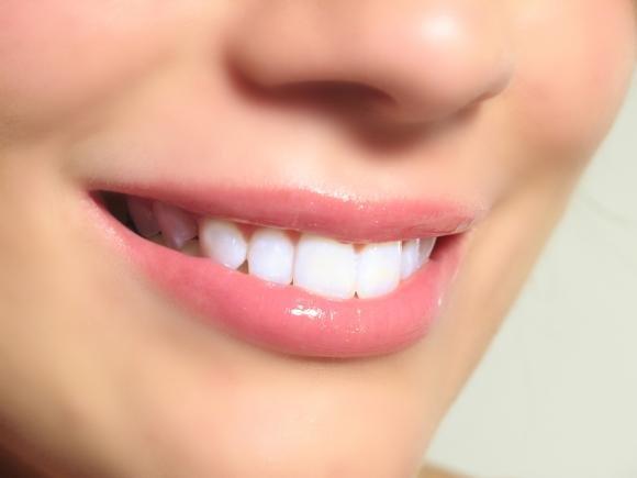 Ecco come sbiancare i tuoi denti in modo naturale