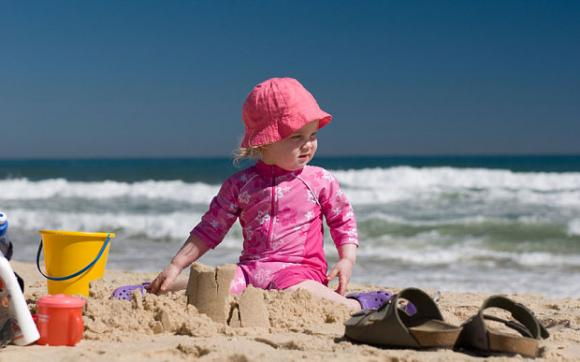 Consigli per proteggere i bambini nelle giornate più calde