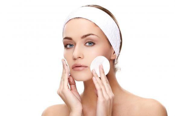 Come fare una perfetta pulizia del viso