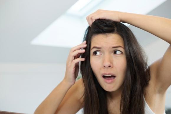 Rimedi naturali contro i capelli bianchi