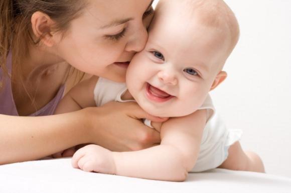 Mamma e bambino: l'importanza del contatto