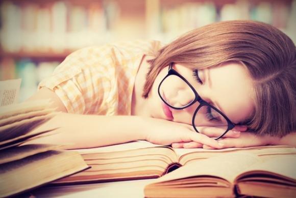 Dormito poco? Ecco come sembrare fresche e riposate