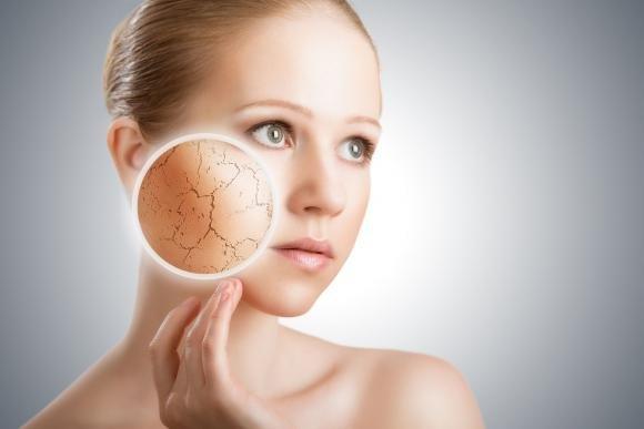 Ecco 10 regole per idratare naturalmente la pelle secca