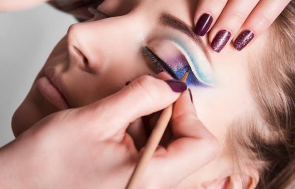 Come truccare i tuoi occhi in base al tuo viso