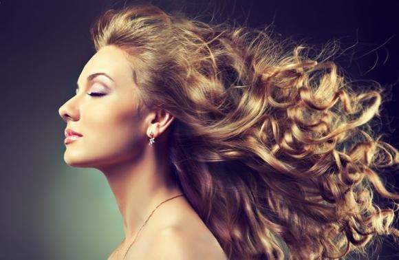 Idee per come acconciare i tuoi capelli con boccoli