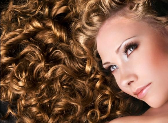 Ecco come ottenere dei capelli ricci perfetti