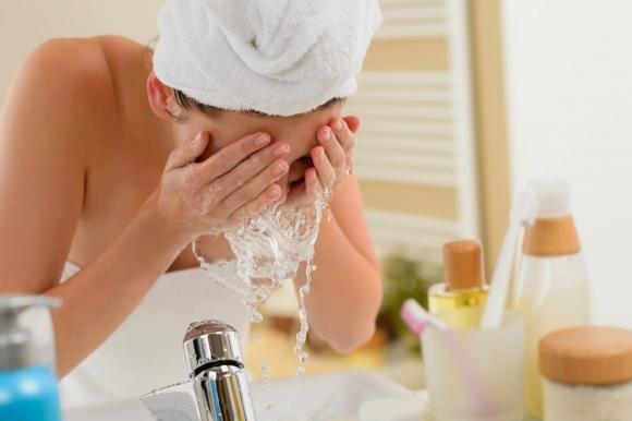 Ti lavi la faccia nel modo giusto? Scoprilo
