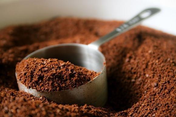 Come utilizzare i fondi di caffè