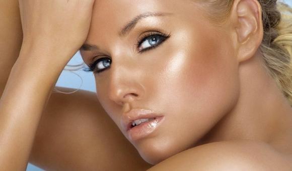 Make up per l'estate: i trucchi per esaltare la tua abbronzatura