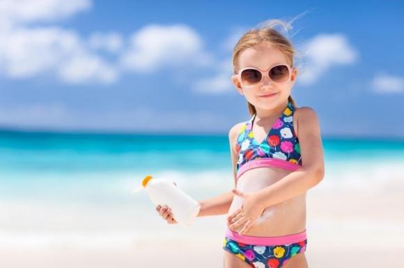 Come scegliere le creme solari per i bambini