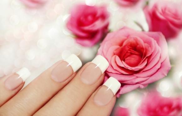 Come fare la French Manicure fai da te. Consigli e costo