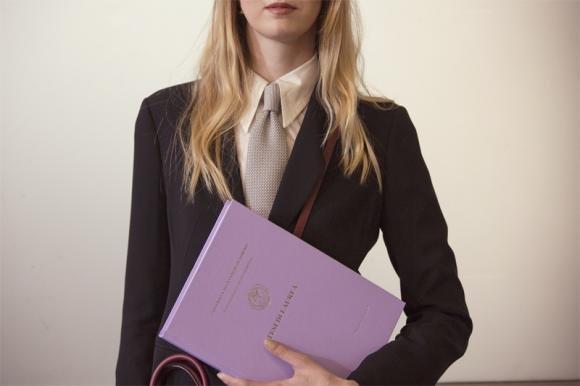 Come vestirsi per una laurea per essere perfetta