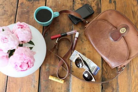 10 cose che non devono mai mancare nella borsa di una donna
