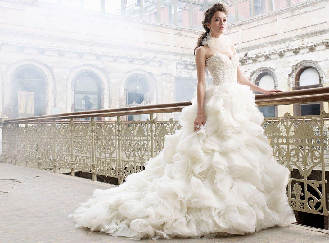 Vestiti Da Sposa Imbarazzanti.Come Scegliere L Abito Da Sposa Giusto Per Ogni Fisico