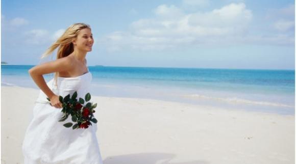 Matrimonio in estate: ecco come scegliere l'abito