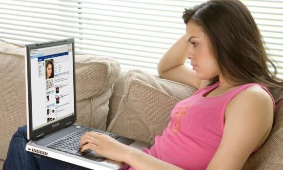 Adolescenti e social network: qual è l'età giusta per iniziare?
