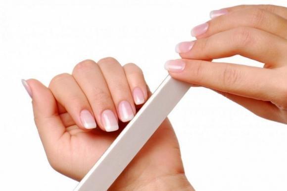 Come rinforzare le unghie: rimedi e consigli