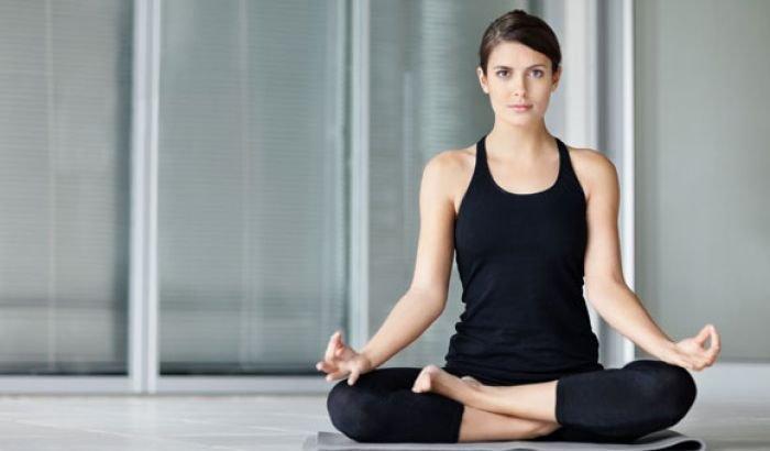 10 esercizi di yoga e pilates per perdere peso