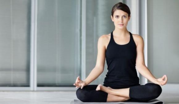 10 posizioni yoga semplici da fare