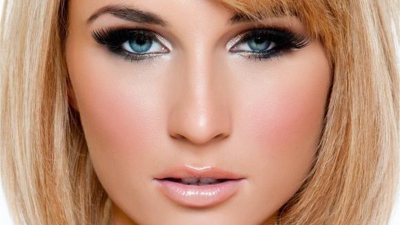 Trucco occhi piccoli: come ingrandirli con il make up