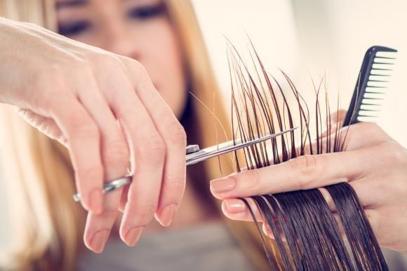Quanto spesso bisogna tagliare i capelli?