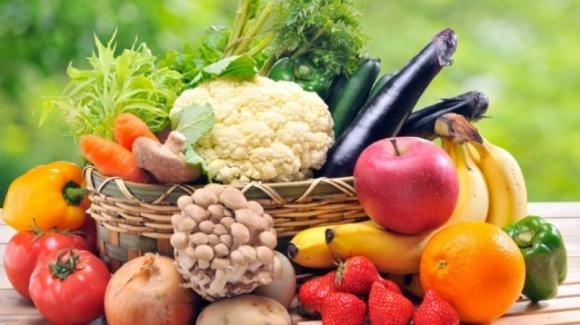 Ecco come rimuovere i pesticidi da frutta e verdura