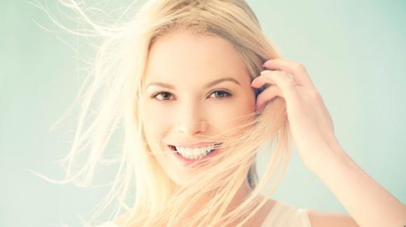 La ricetta per denti bianchi in pochi minuti: effetto assicurato