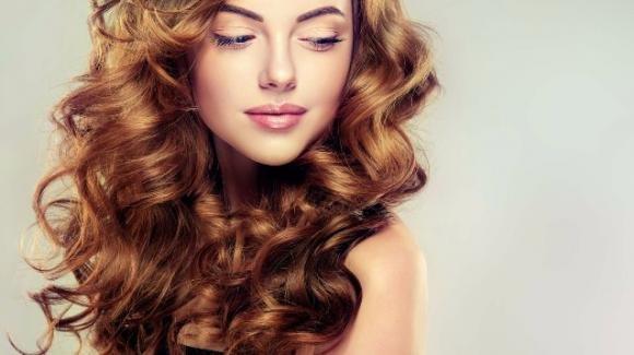 Come avere capelli ricci morbidi, definiti e non crespi