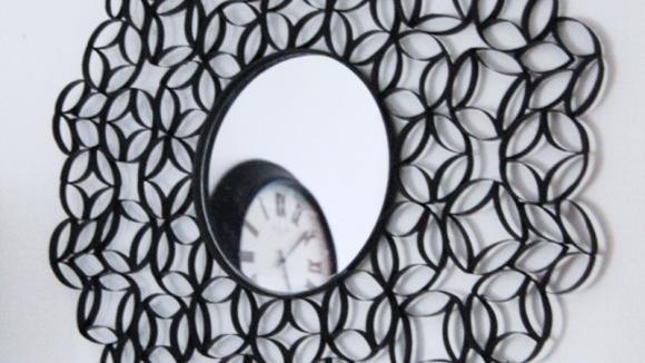 Ecco come realizzare uno specchio di design con i rotoli di carta igienica