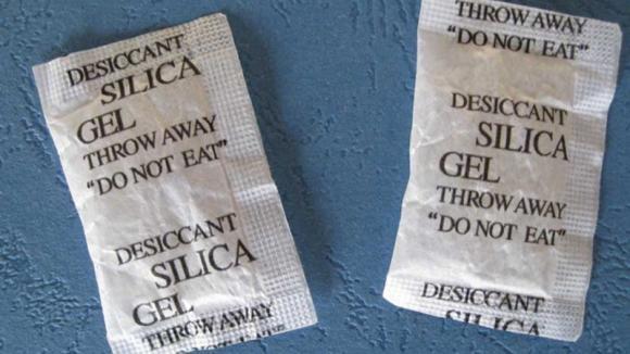 Bustine di gel di silice: ecco come puoi usarle in casa