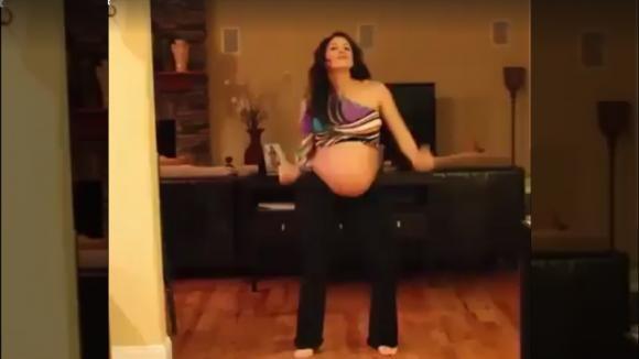 E' al nono mese di gravidanza. Quello che fa questa mamma vi lascerà senza parole