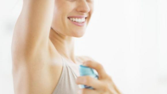 Deodorante con bicarbonato di sodio e Tea Tree Oil
