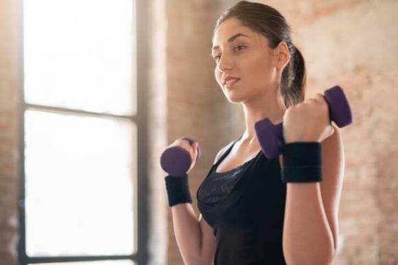 Braccia toniche con gli esercizi fai da te