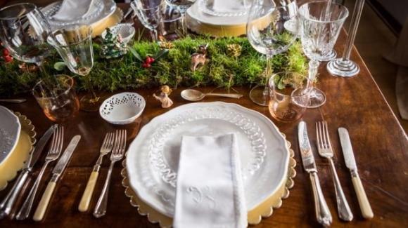 Il Galateo ci consiglia come apparecchiare la tavola a casa nostra