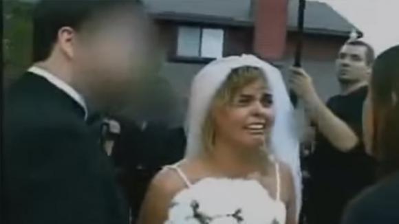 Un uomo tradisce la fidanzata e riceve la lezione che merita durante il suo matrimonio