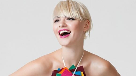 Tagli capelli 2017: va di moda il ciuffo laterale