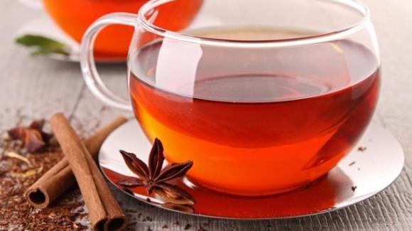 Rimedio mal di gola: come fare la tisana cannella, pepe e miele