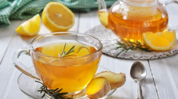 Sciroppo zenzero, limone e miele contro tosse e raffreddore