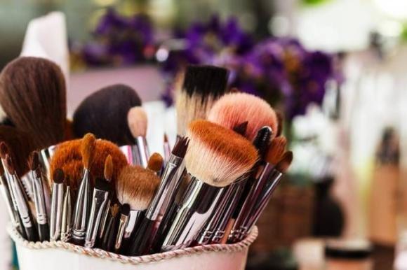 Ecco perché bisogna sempre pulire i pennelli da make up