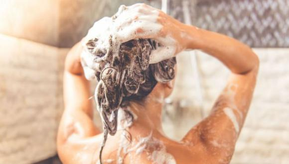 Shampoo fai da te per capelli sani, forti e brillanti